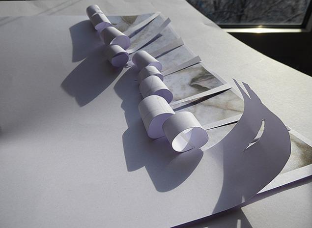 3 Weißes Papier angeschnitten und aufgerollt